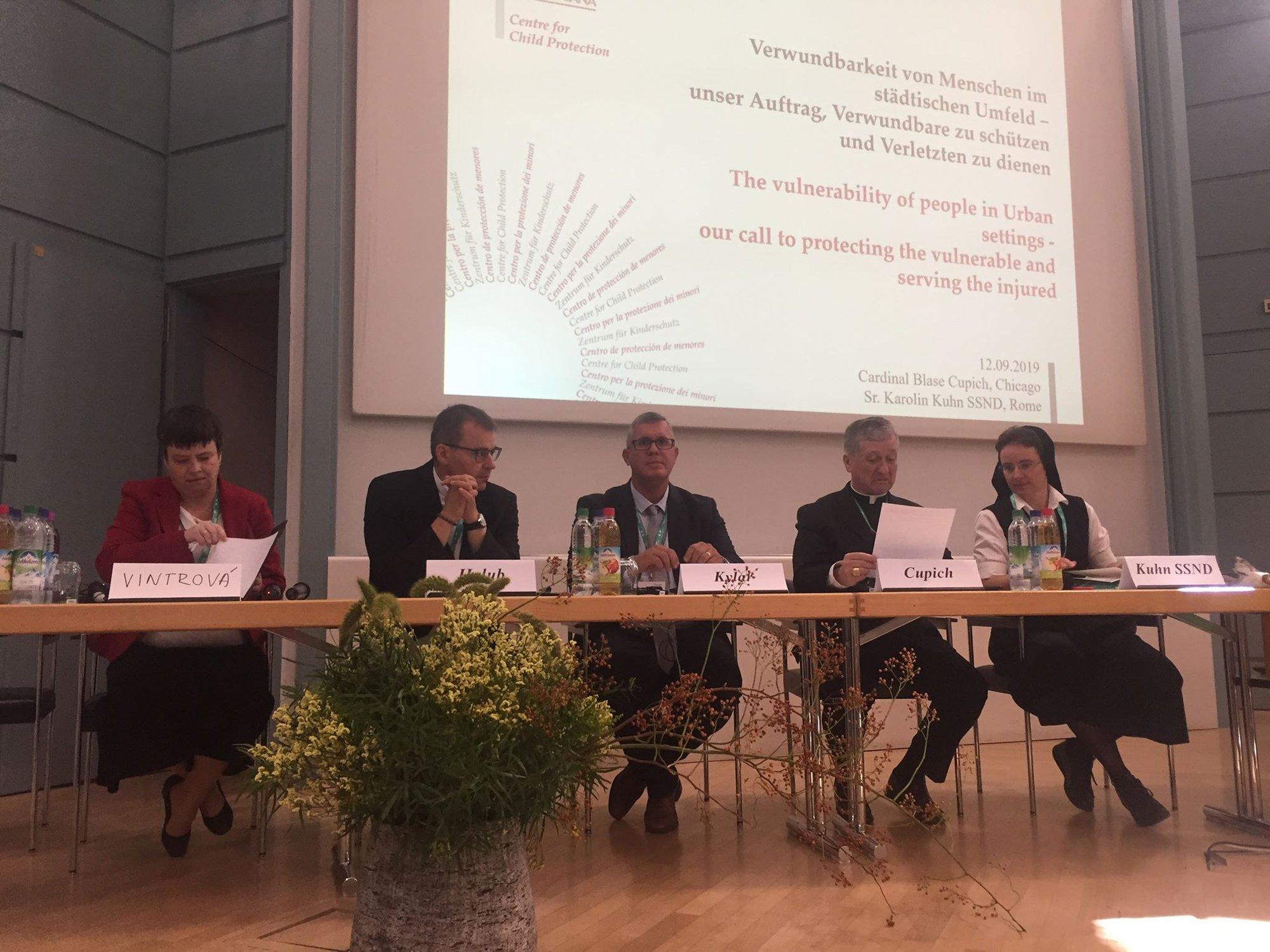 Jiří Kylar a Martina Vintrová přednáší na konferenci Renovabis v Německu.
