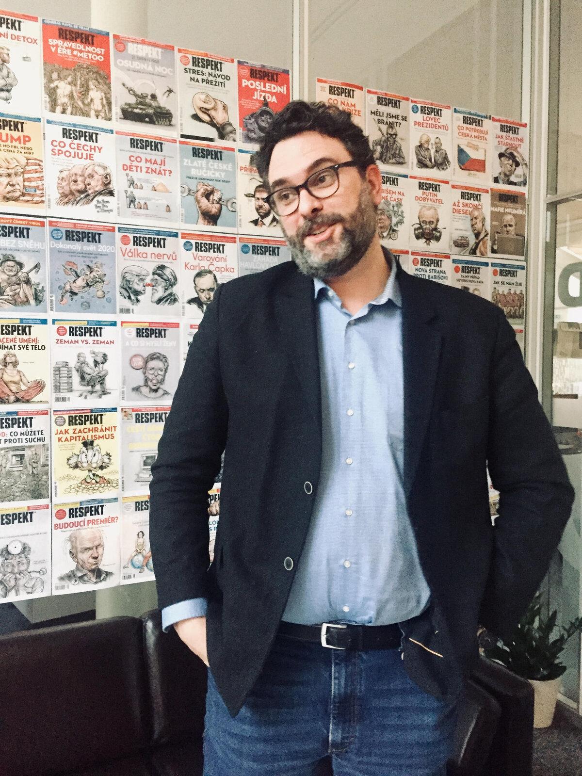 Erik Tabery ve své kanceláři Respektu.