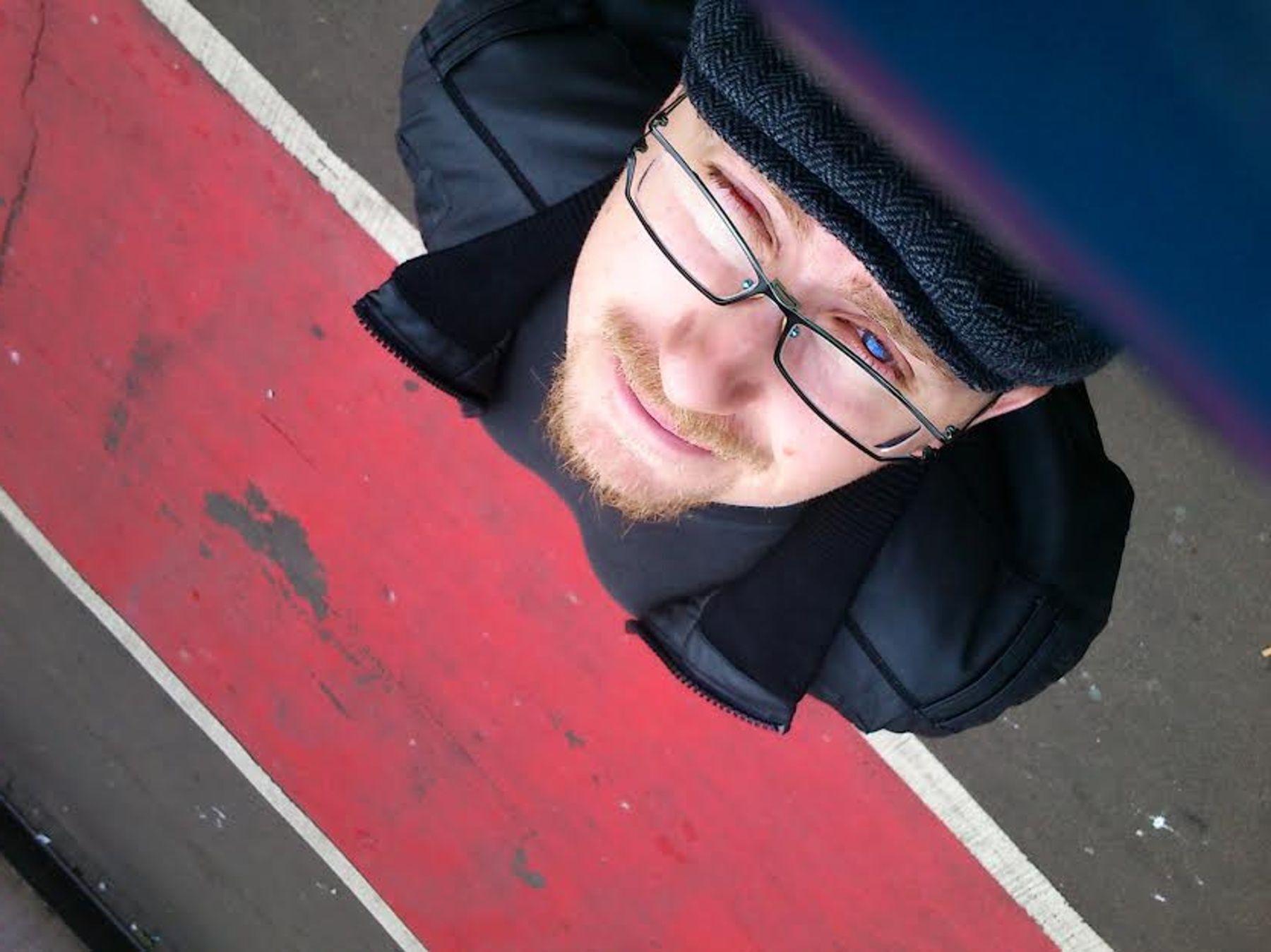Pete Lupton, host pořadu Na dřeň.