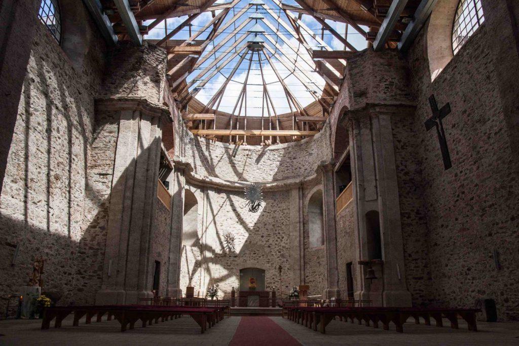 Opravený kostel Nanebevzetí Panny Marie v Neratově