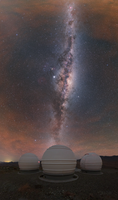 Mléčná dráha nad observatoří v Chile